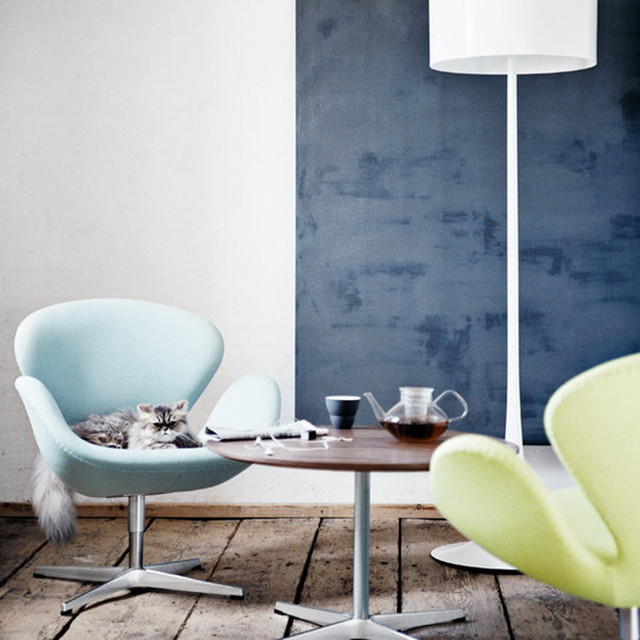 Arne Jacobsen Coffee Table and Arne Jacobsen swan chair