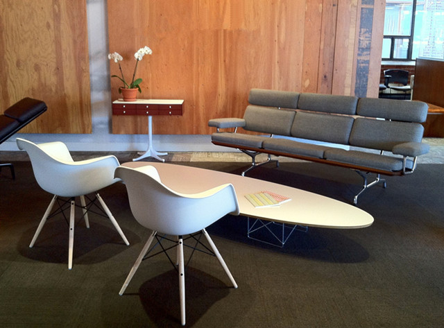 Eames Elliptical Table ETR and eames chair