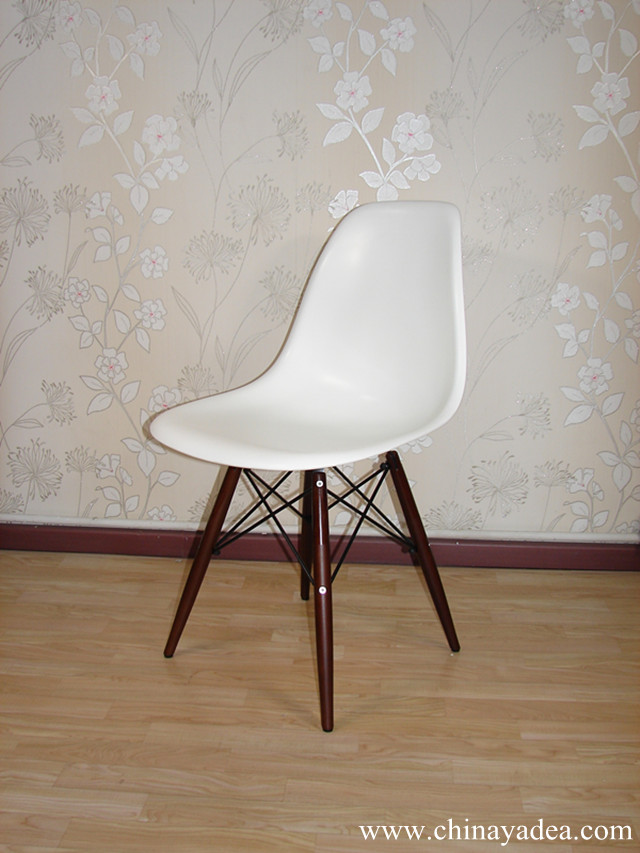 Charles ray eames and designs news yadea for Eames molded plastic dowel leg side chair