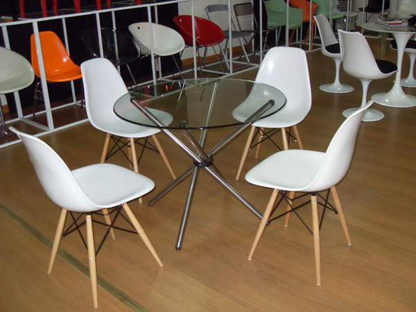 Eames Chair Reproduction