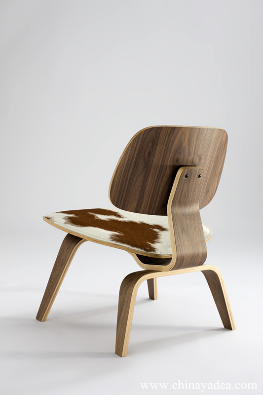 Eames Molded Plywood Lounge Chair LCW Replica