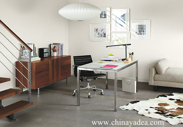 Eames aluminum office chair