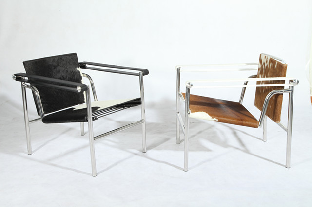 le corbusier lc1 basculant chair cowhide the lc1 sling chair in ponyskin. Black Bedroom Furniture Sets. Home Design Ideas