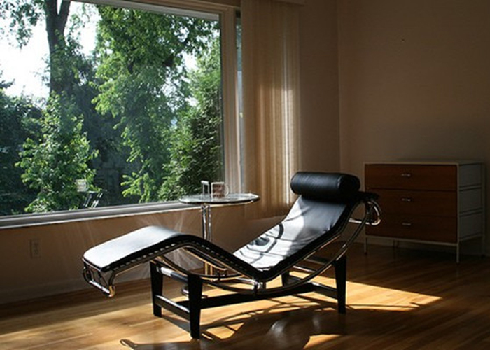 Place the Le Corbusier Chaise Lounge Chair in Your Home