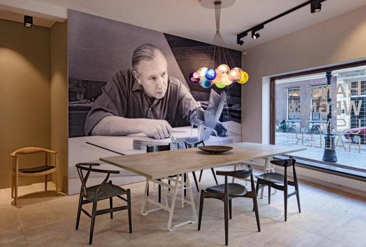 Hans J. Wegner design chairs and tables